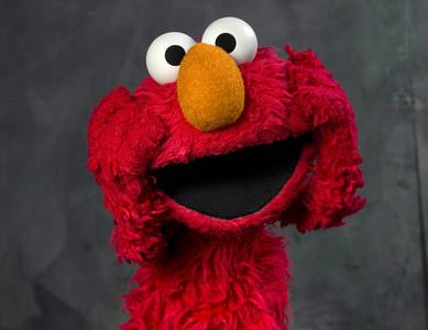 54歲伯扮Elmo 偷摸14歲女孩屁屁