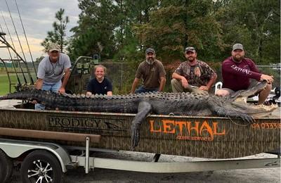 追捕6小時 父女逮到4.2公尺超級巨鱷