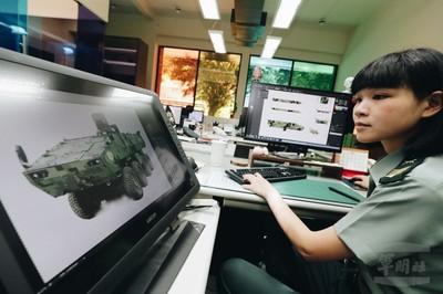 美女上士為M2樣車設計雲豹圖騰
