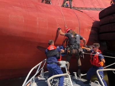 貨輪翻覆 4南韓船員受困36hrs獲救
