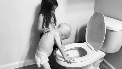 重病弟化療狂吐「5歲姊姊溫柔輕撫」 母目睹淚崩:他們還能相處多久…