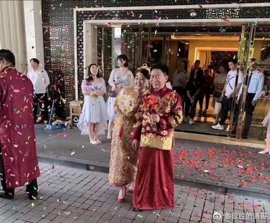Viral pasangan menikah dengan selisih umur 34 tahun.