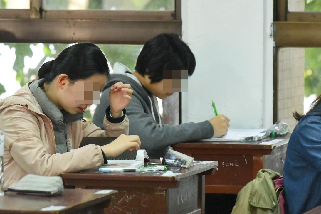 ▲▼   考生,考試,大考,高中生          。(圖/記者林敬旻攝)