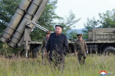 金正恩親指導 超大型火箭砲試射