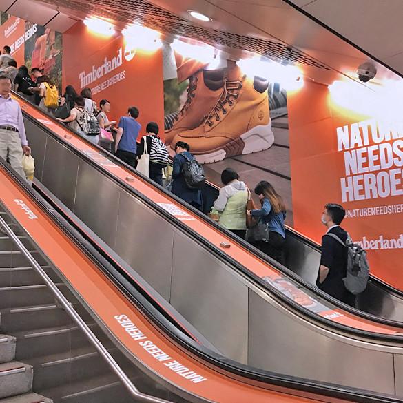 公館站包覆手扶梯壁貼