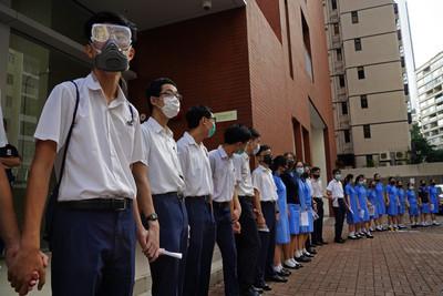 香港9中學學生再築人鏈 促政府回應訴求