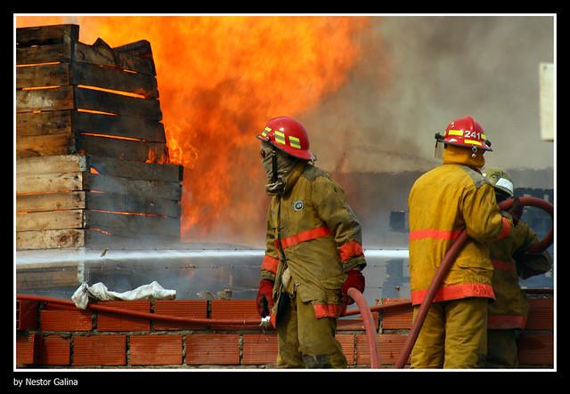▲▼消防員(圖/免費圖庫Flickr@Nestor Galina)