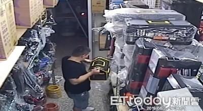 黑衣男掉包 低價購入工具袋涉詐欺