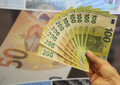 歐元匯價創27個月以來新低 換新台幣5萬多賺2張凡爾賽宮雙日票