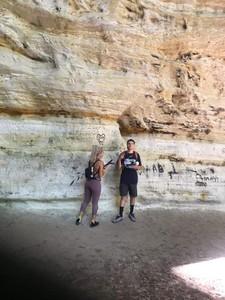 4.25億年岩層上塗鴉 情侶被罵爆