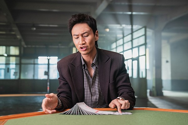 ▲李光洙狂語:角色為我而生!《老千:獨眼傑克》單日票房飆破26億。(圖/車庫娛樂提供)