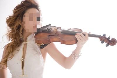 美女小提琴家詐2男友本票灌水2倍