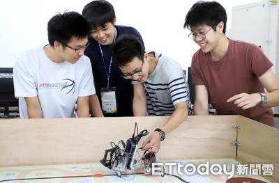 台科大與日本學生合力打造「推車機器人」