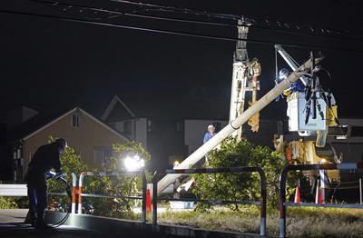 法西強襲 千葉縣15萬戶仍停電