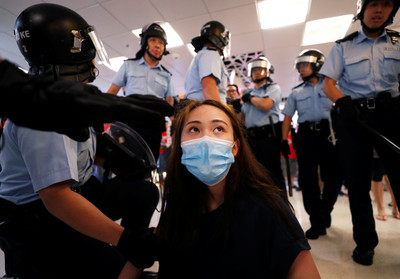 美國會通過香港民主法 議員樂觀