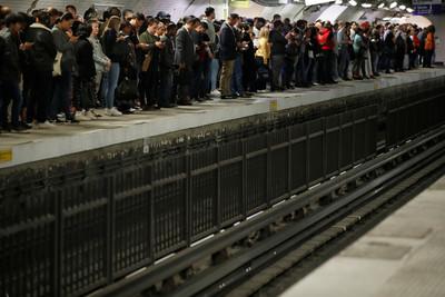 馬克宏想年改 大眾運輸公司罷工