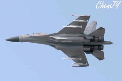 殲-16掛2款導彈喊斬殺美隱身戰機