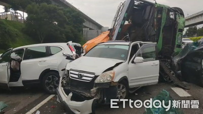 快訊/國道9車連環撞 7人輕重傷