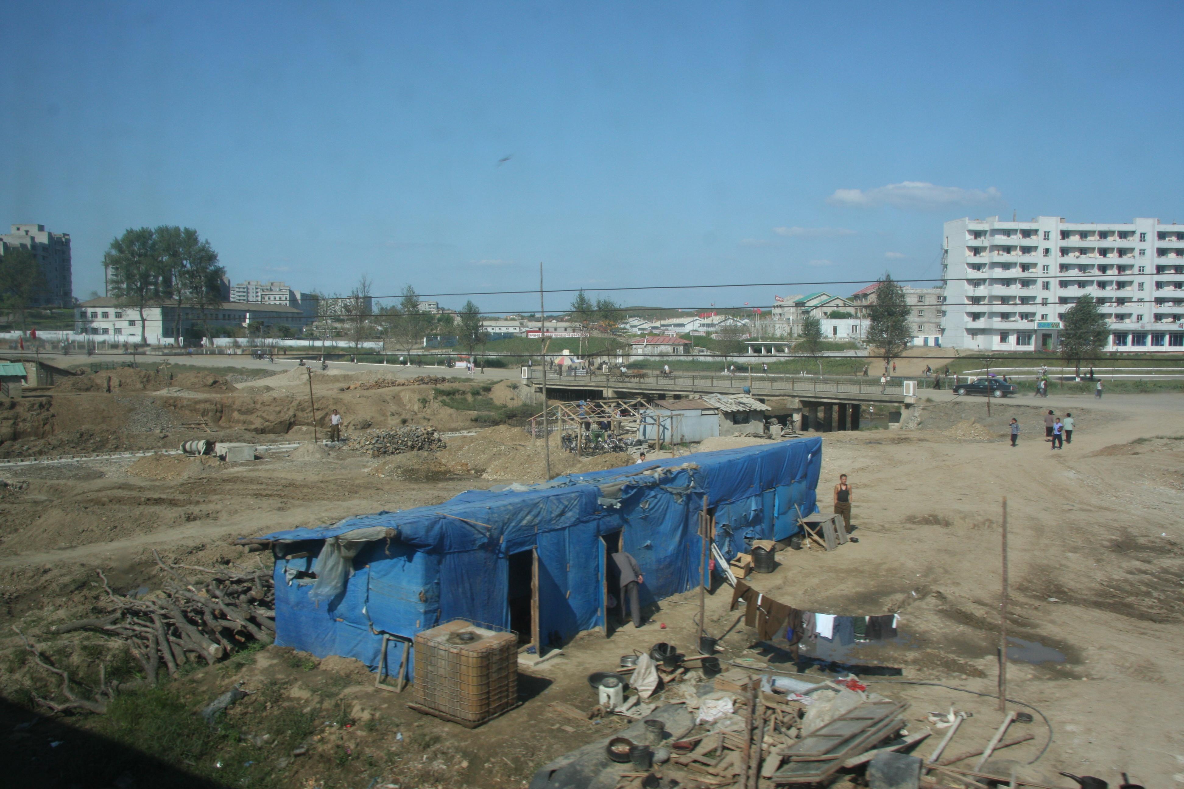 ▲▼北韓的貧民屋(圖/翻攝自維基百科)