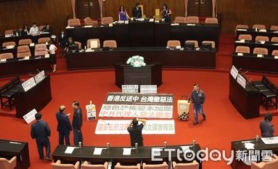 立院開議杯葛 國民黨立委佔據主席台