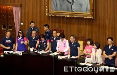 藍委霸佔主席台 蘇貞昌:應循民主程序