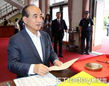 獨家直擊/回應郭台銘退選 王金平受訪前先赴立院簽到