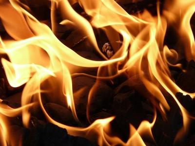 惡夫把老婆燒成火球:我有權打她