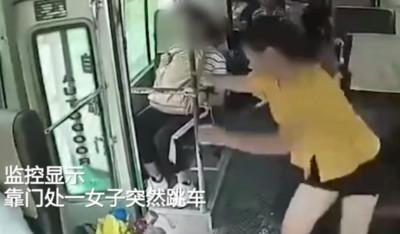 公車行駛門沒關 女突跳車身亡!