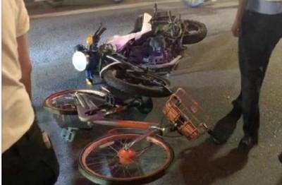 交警「扔單車撞機車」釀2重傷