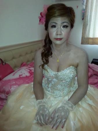 ▲▼新秘把新娘畫得像鬼。(圖/翻攝自爆怨公社)
