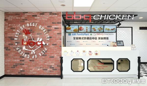 ▲升級轉型為餐廳 韓國bb.q CHICKEN旗艦店11月開幕。(圖/全家提供)