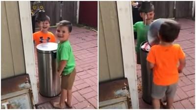 玩遊戲搶著被「垃圾桶蓋打臉」! 兩個小萌弟鼻子塌了依然嗝嗝笑