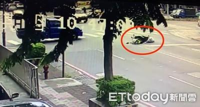 警開小貨車無照駕駛 5分鐘後遭同一部車撞