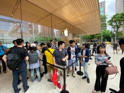 直擊/Apple直營店開賣iPhone 11系列新機 排隊人潮僅十餘人