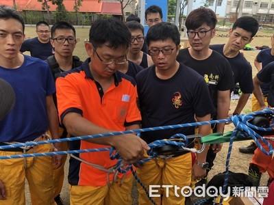 台南打火兄弟精進繩索救援技術訓練