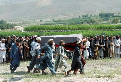 美軍直升機墜毀2死 塔利班宣稱擊落