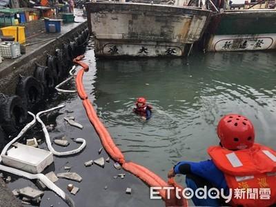大溪漁港出現黑污賊 海巡保育隊迅速清污