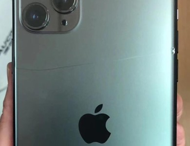 一拿到手就悲劇!iPhone摔出大裂痕