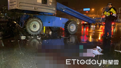 作業車橫過馬路 男子撞上重傷亡