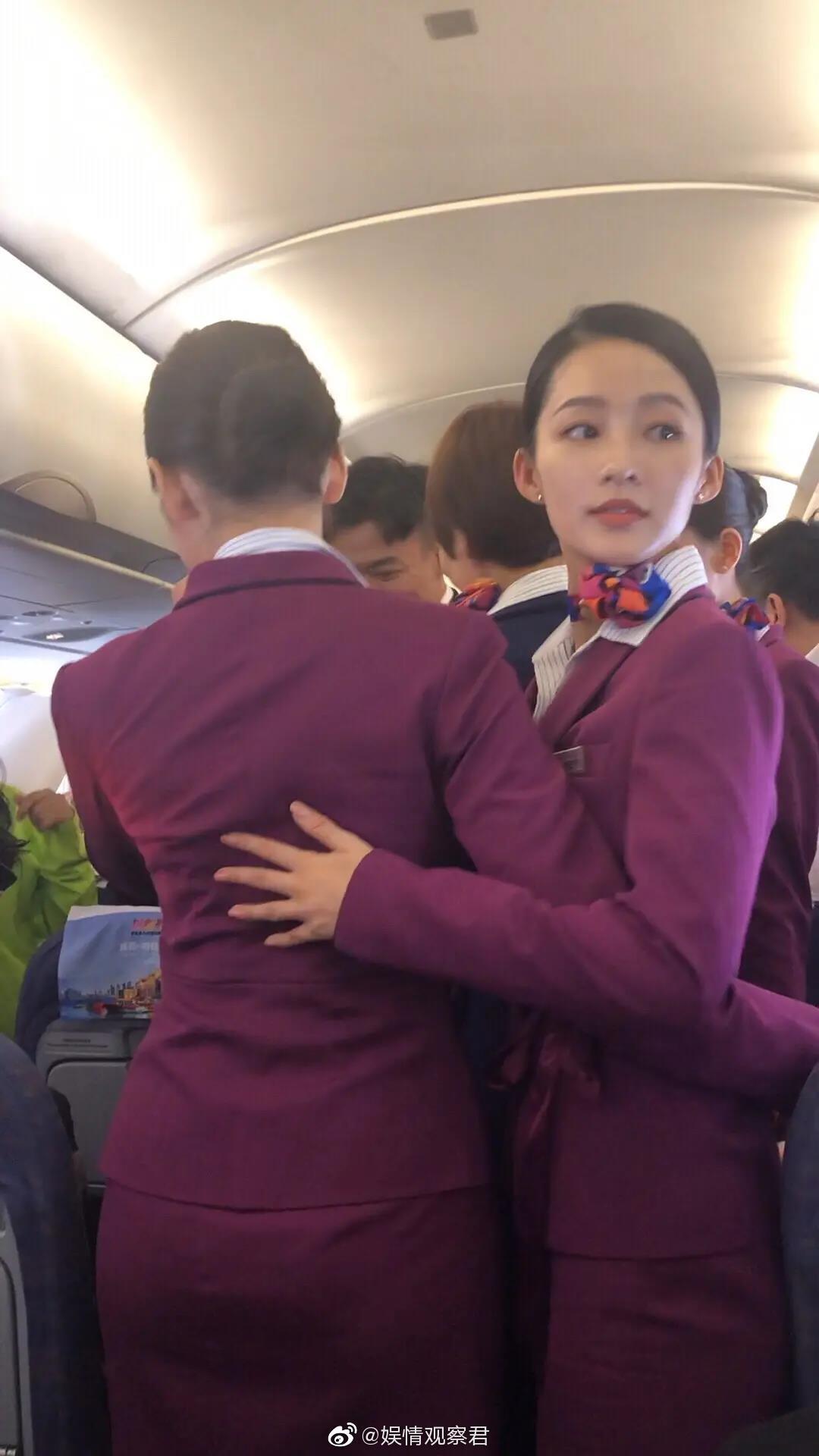 ▲李沁在電影《中國機長》首映會的零修圖照曝光。(圖/翻攝微博/娛情觀察君)