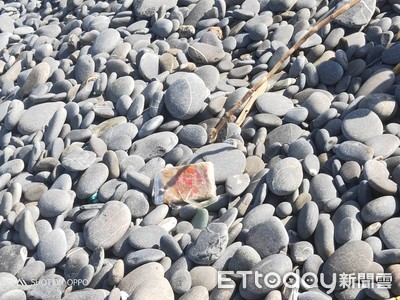 海灘昨飄漂32塊海洛因磚 海巡又撿4塊