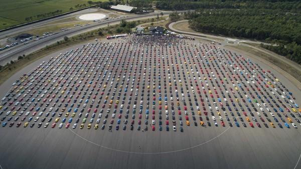 ▲1326台「福特野馬跑車」齊聚破世界紀錄!比利時是最愛它的國家 。(圖/翻攝自Ford)