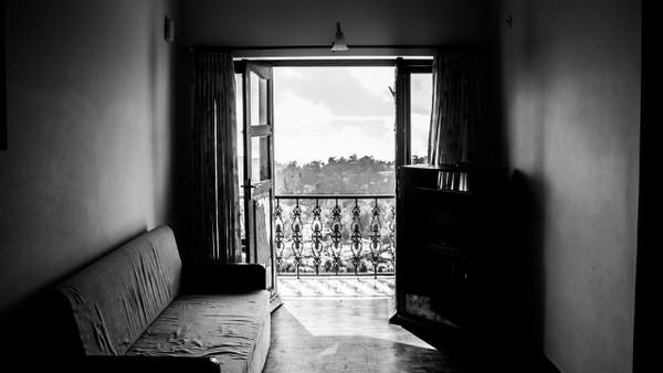 ▲▼沙發,房間,陰暗。(圖/取自免費圖庫Pixabay)
