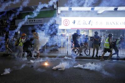 「元朗事件」滿2個月!示威者與港警再爆衝突