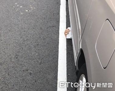 工程師躺車底偷拍 短裙制服妹見「它」探頭秒反制
