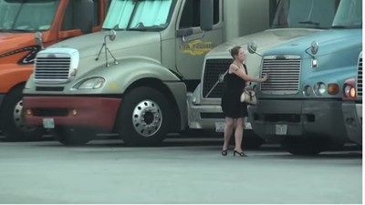 散步一半驚見全裸女屍!「停車場蜥蜴女」遭殘忍殺害:丟河床難查
