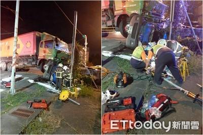 雲林飼料車、小貨車碰撞釀2死