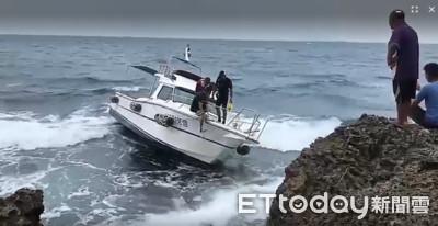 小琉球遊艇觸礁8受困1受傷 海巡怒海救援