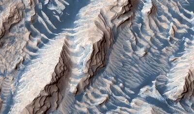 火星沾白色奶油還撒藍色糖粉 新樣貌亮相