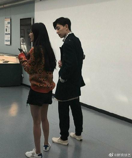 ▲網友在北京故宮偶遇楊冪錄節目。(圖/翻攝自微博)
